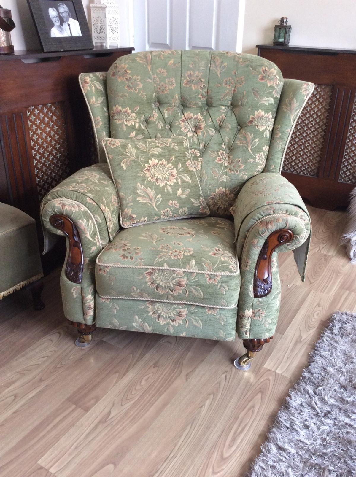Beautiful Sofa Reclining Armchair In Le67 Leicestershire