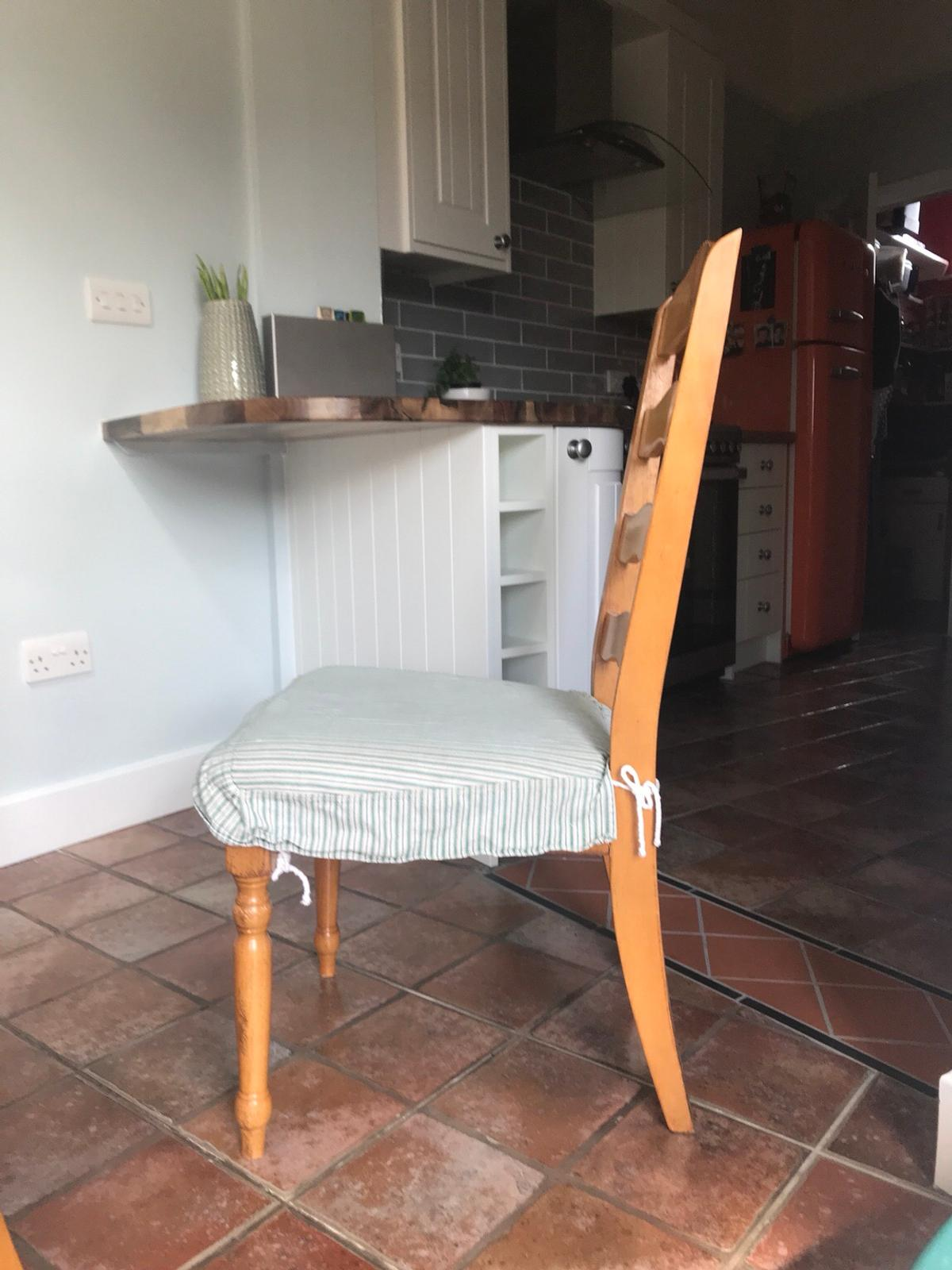 Dining Table And 4 Chairs In Nr7 Broadland Für 50 00