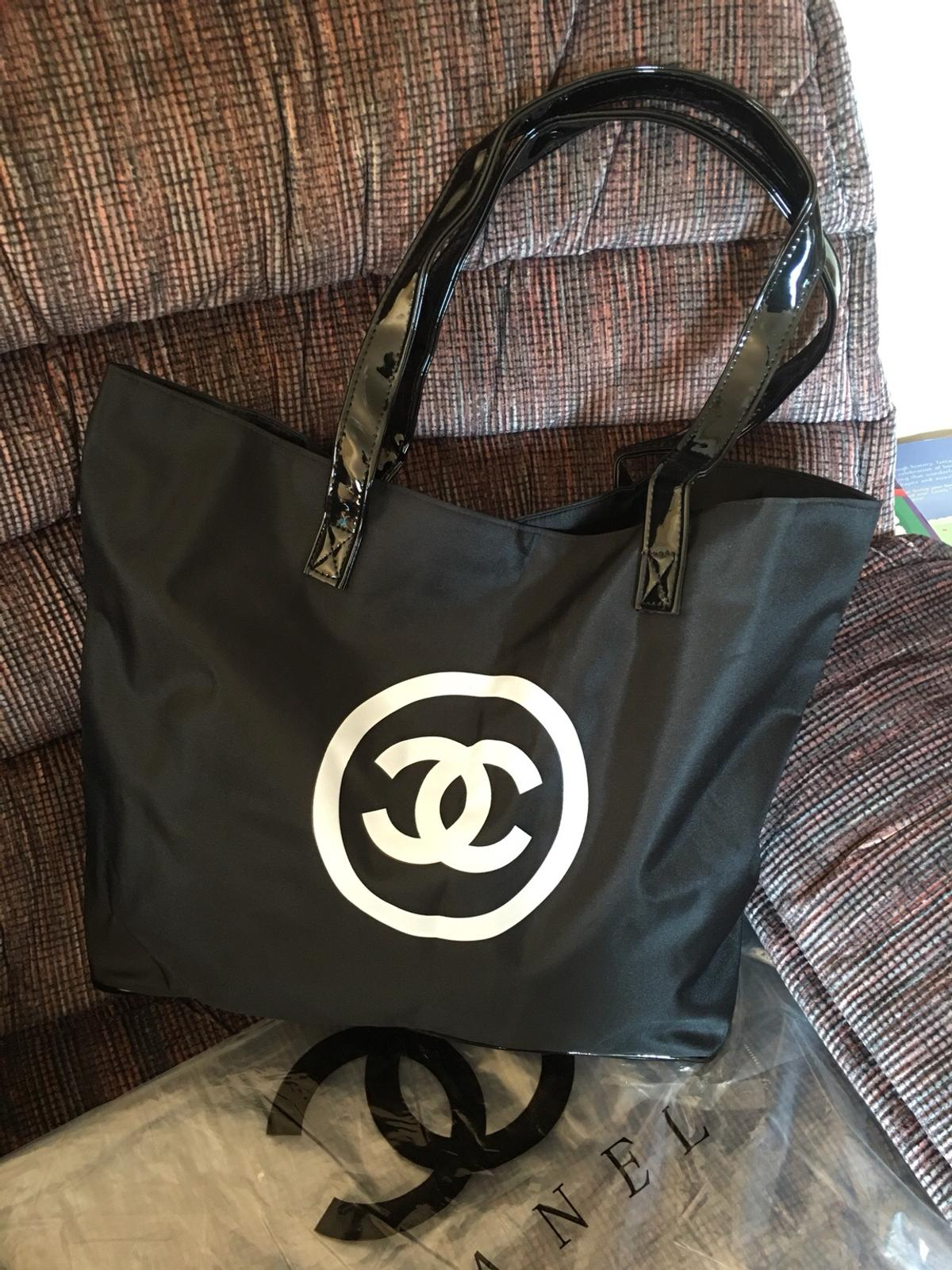 91301e631572 New Chanel Vip Gift Tote/ Weekender in London for £40.00 for sale ...