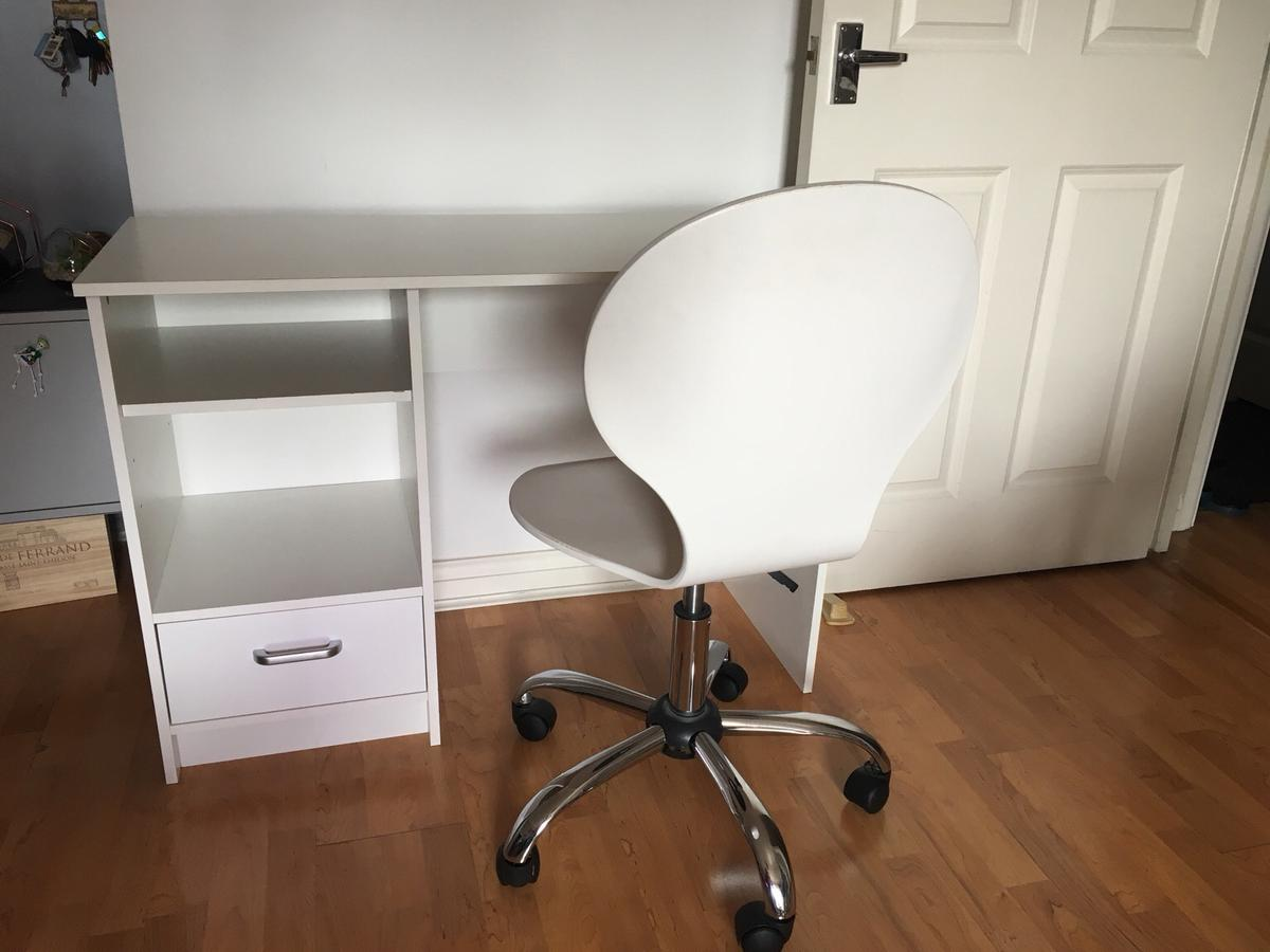 Astonishing White Office Desk And Adjustable Chair In Rm1 Havering For Cjindustries Chair Design For Home Cjindustriesco