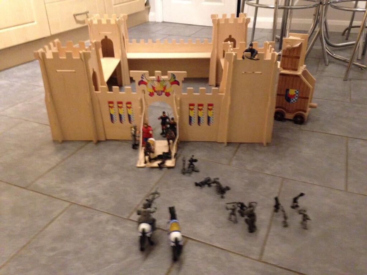 Childrens Wooden Knights Castle In Newark And Sherwood For 2500