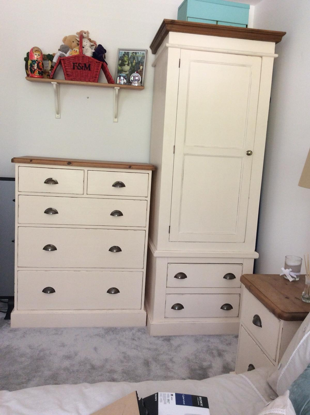 Shabby Chic Bedroom Furniture Set In Reigate And Banstead For
