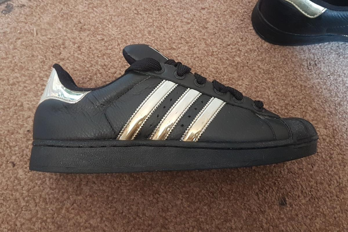 best service a0a48 fcc40 Adidas shell toe trainers size 9