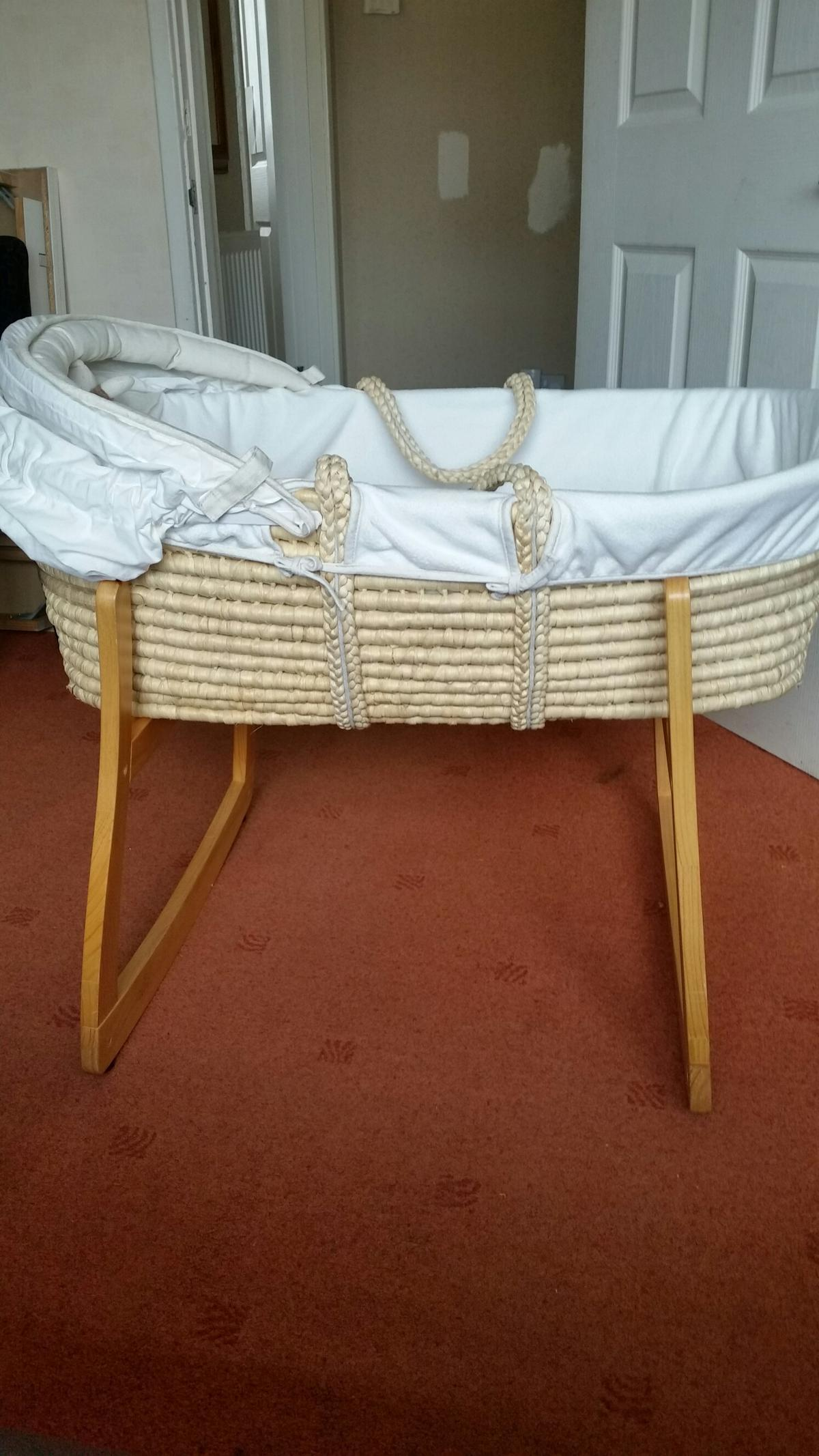 Moses Basket And Stand In Le18 Oadby