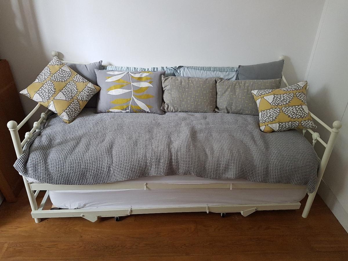- Day Bed And Trundle, With Mattresses In N5 Islington Für £ 60,00