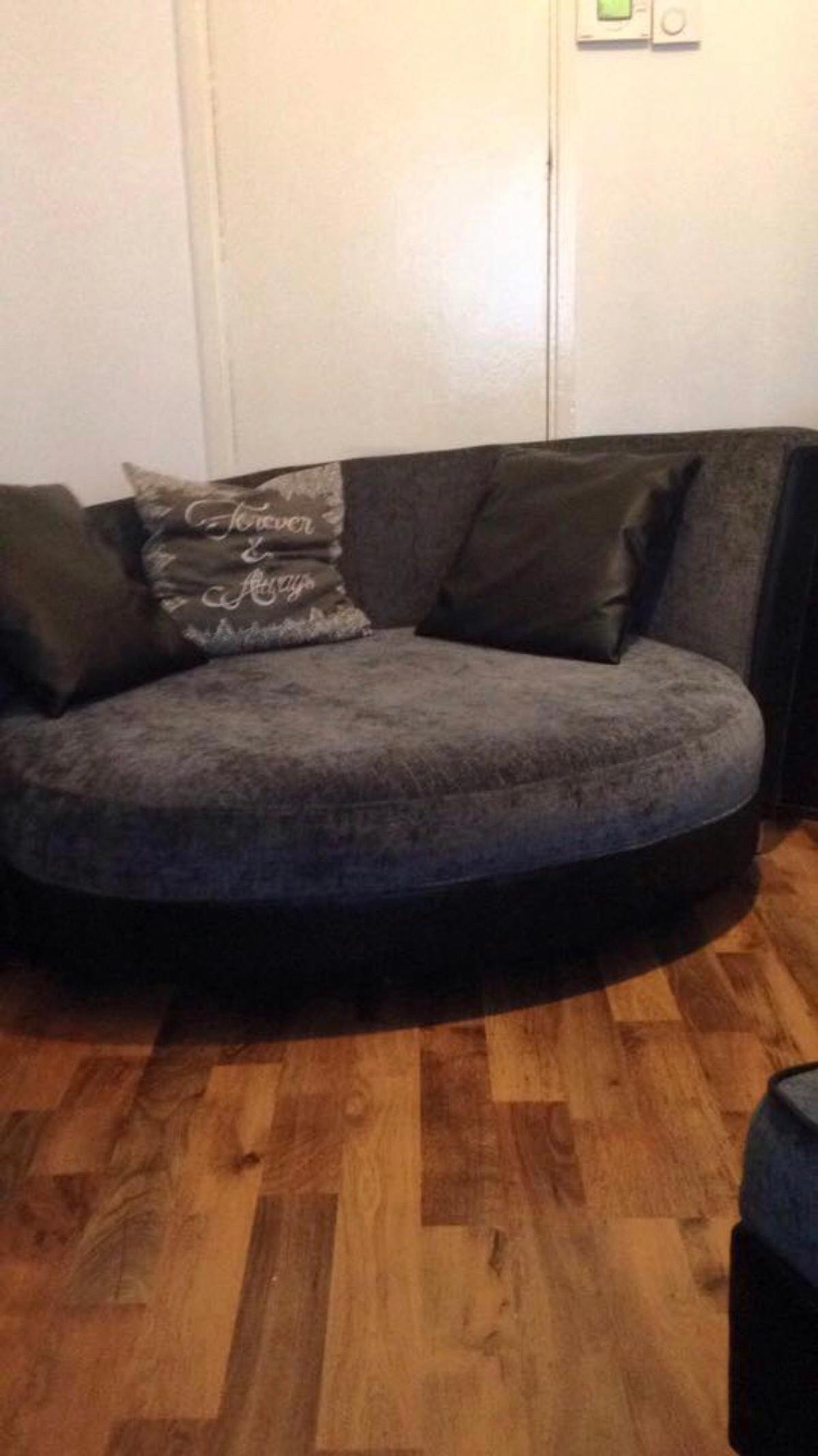 Dfs Cuddle Couch In N19 Islington For
