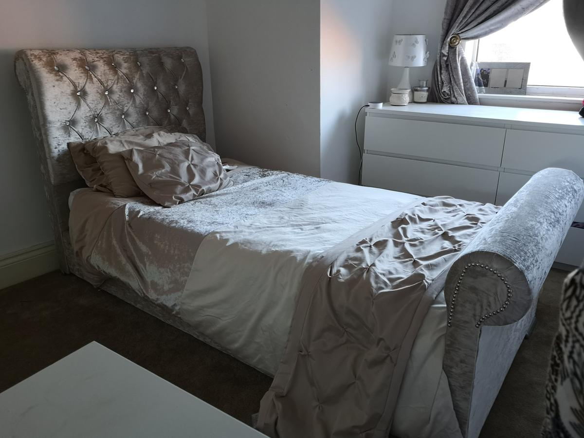 - 2 Single Crushed Velvet Sleigh Bed £140 Each In L27 Knowsley Für