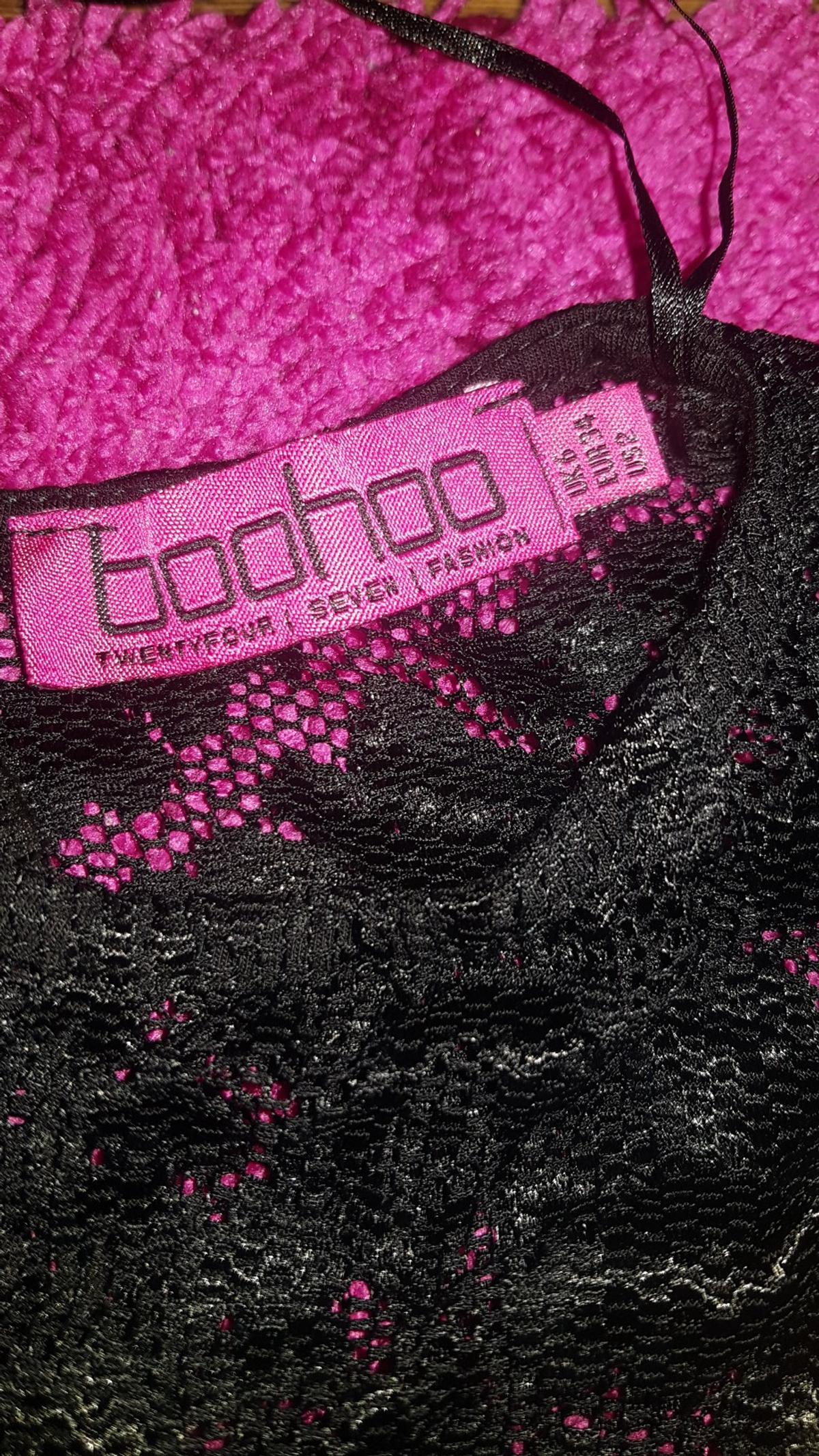 5fe853c2d836d boohoo lace dress in E8 London for £11.00 for sale - Shpock