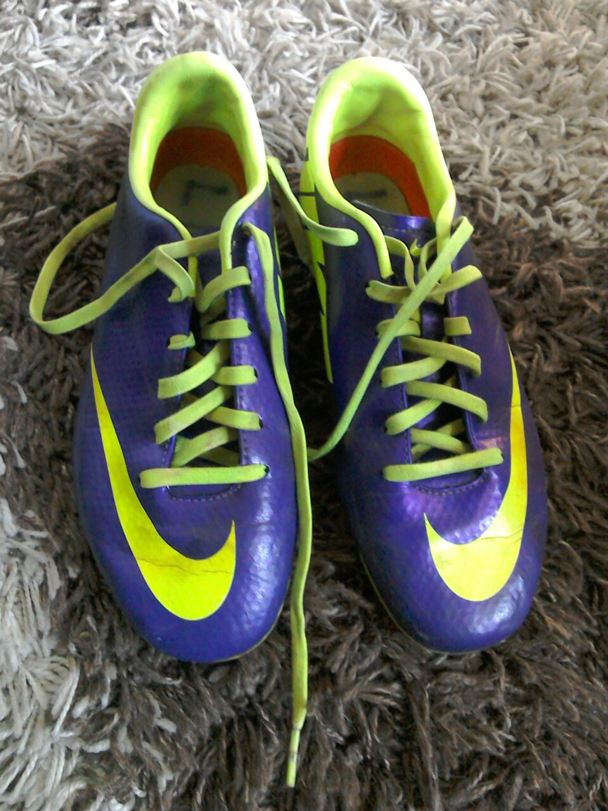 pintar cerca Donación  Nike Mercurial football boots size 4 in MK41 Clapham for £10.00 ...