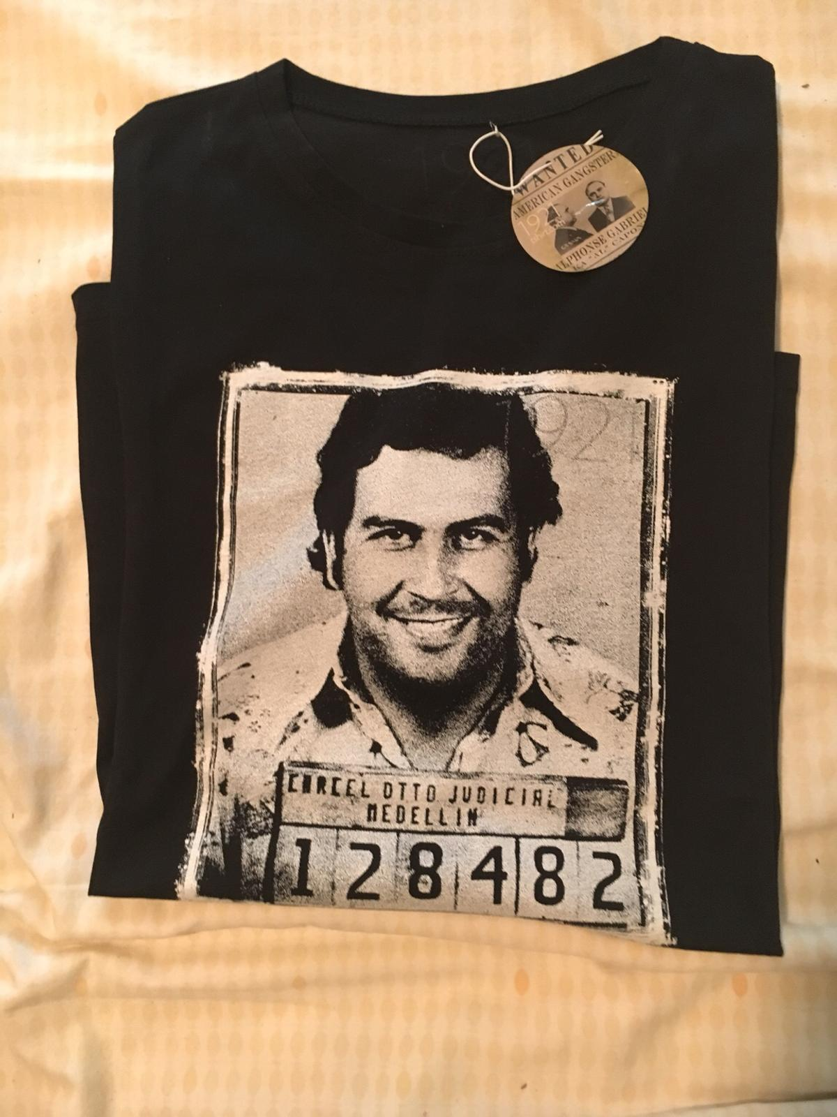 52a6d4191 T-shirt PABLO ESCOBAR XL in 20123 Milano for HRK 70.00 for sale - Shpock