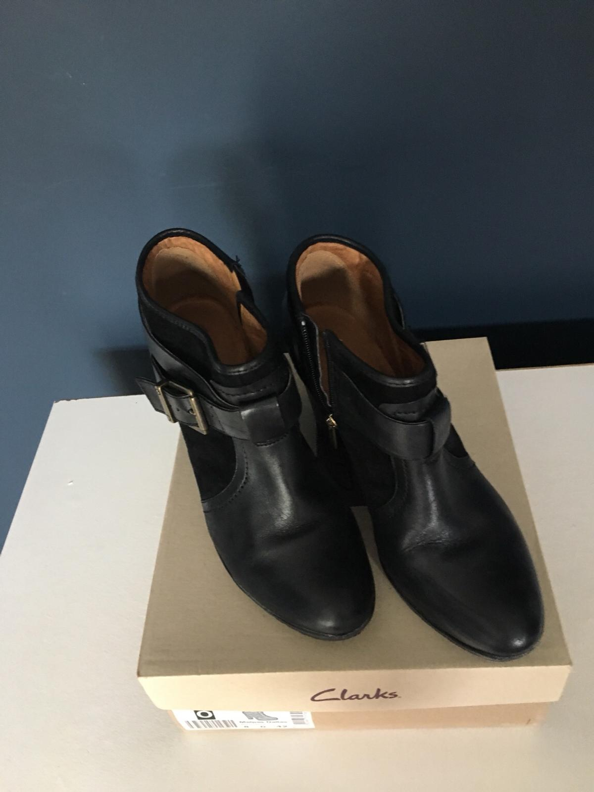 Clarks Size 8 Black Leather Ankle Boots