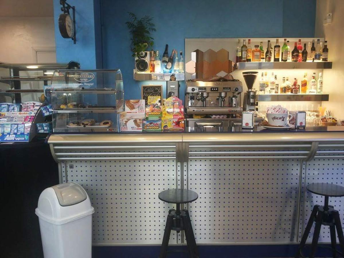 Bancone Bar Tondo.Bancone Bar Vendita In 10064 Roletto Fur 1 500 00 Zum