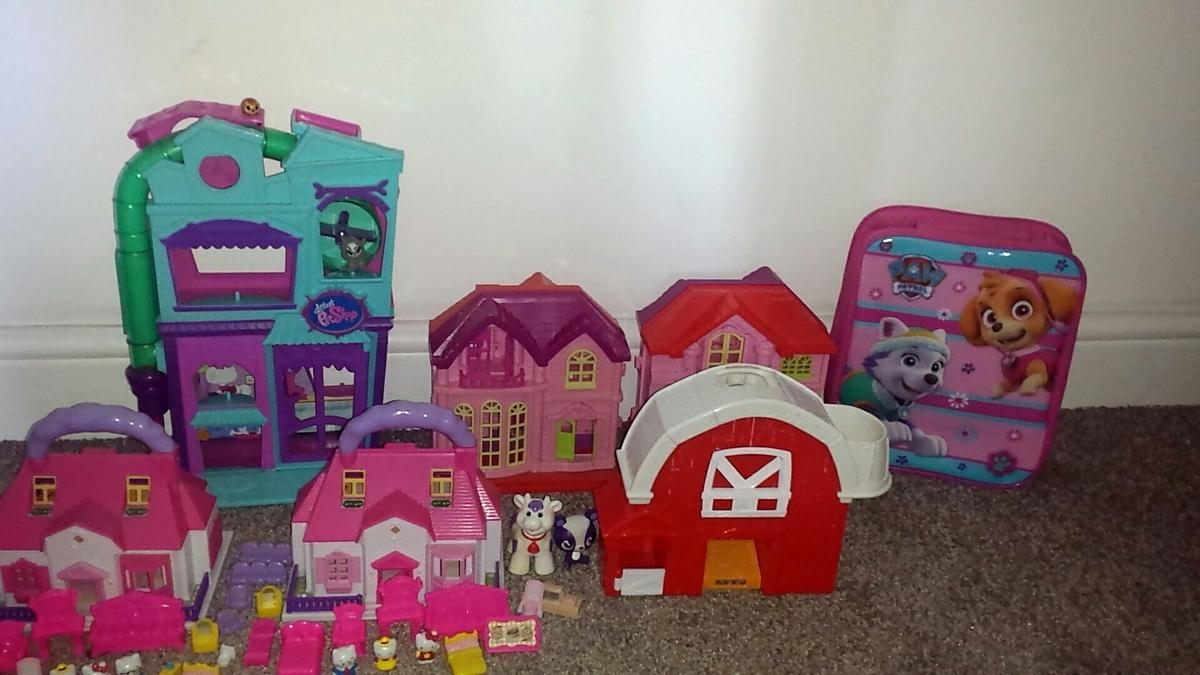 Hello kitty doll house and my little pet shop