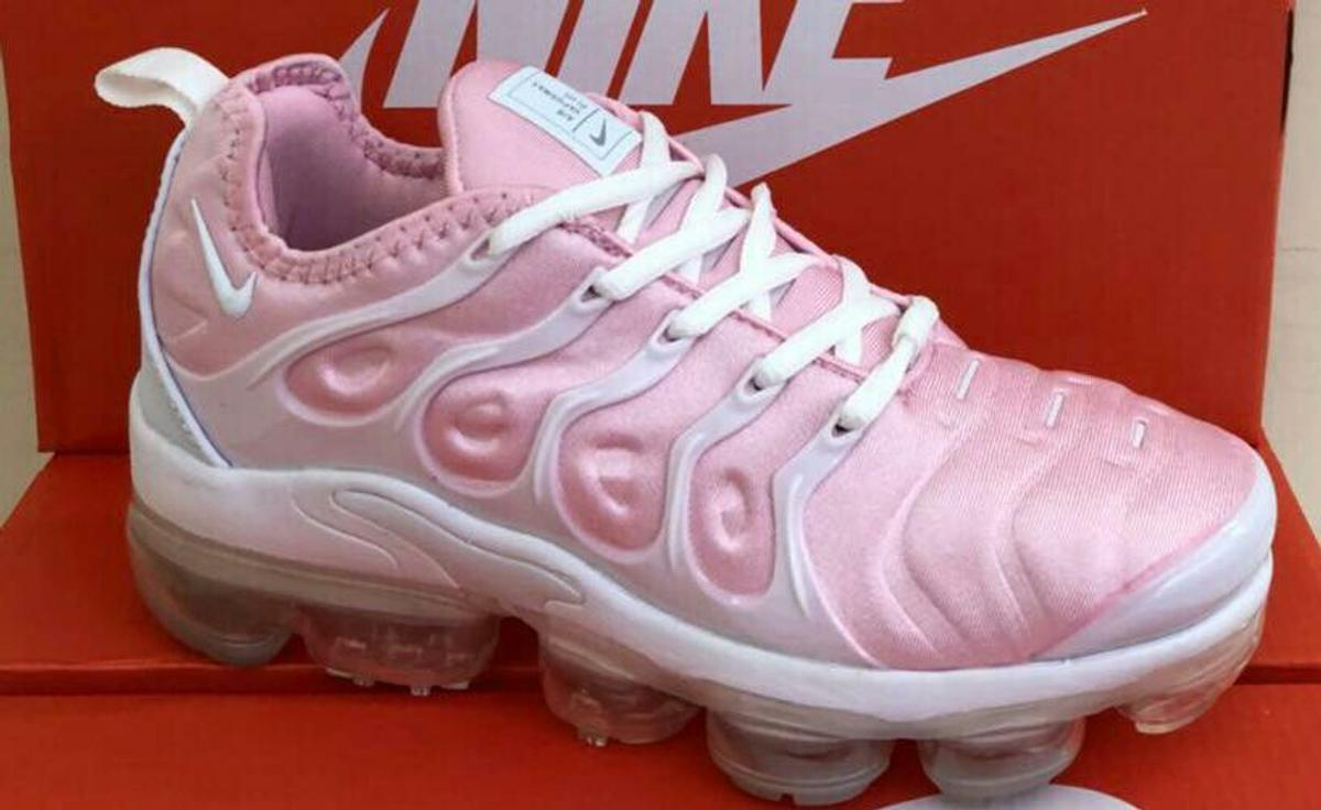best sneakers 79202 a962a Nike Air Vapormax Plus - PINK