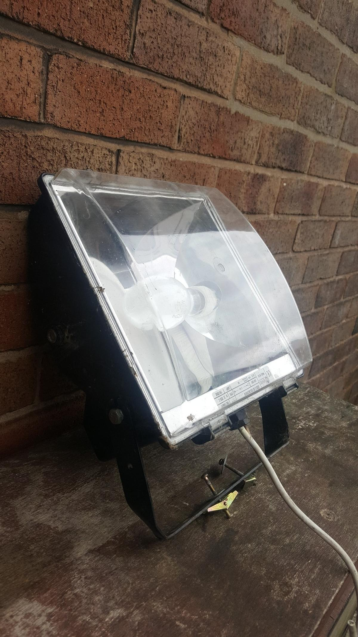 Newlec Nlf70son 70 Watt Sodium Floodlight In Wn4 Wigan For