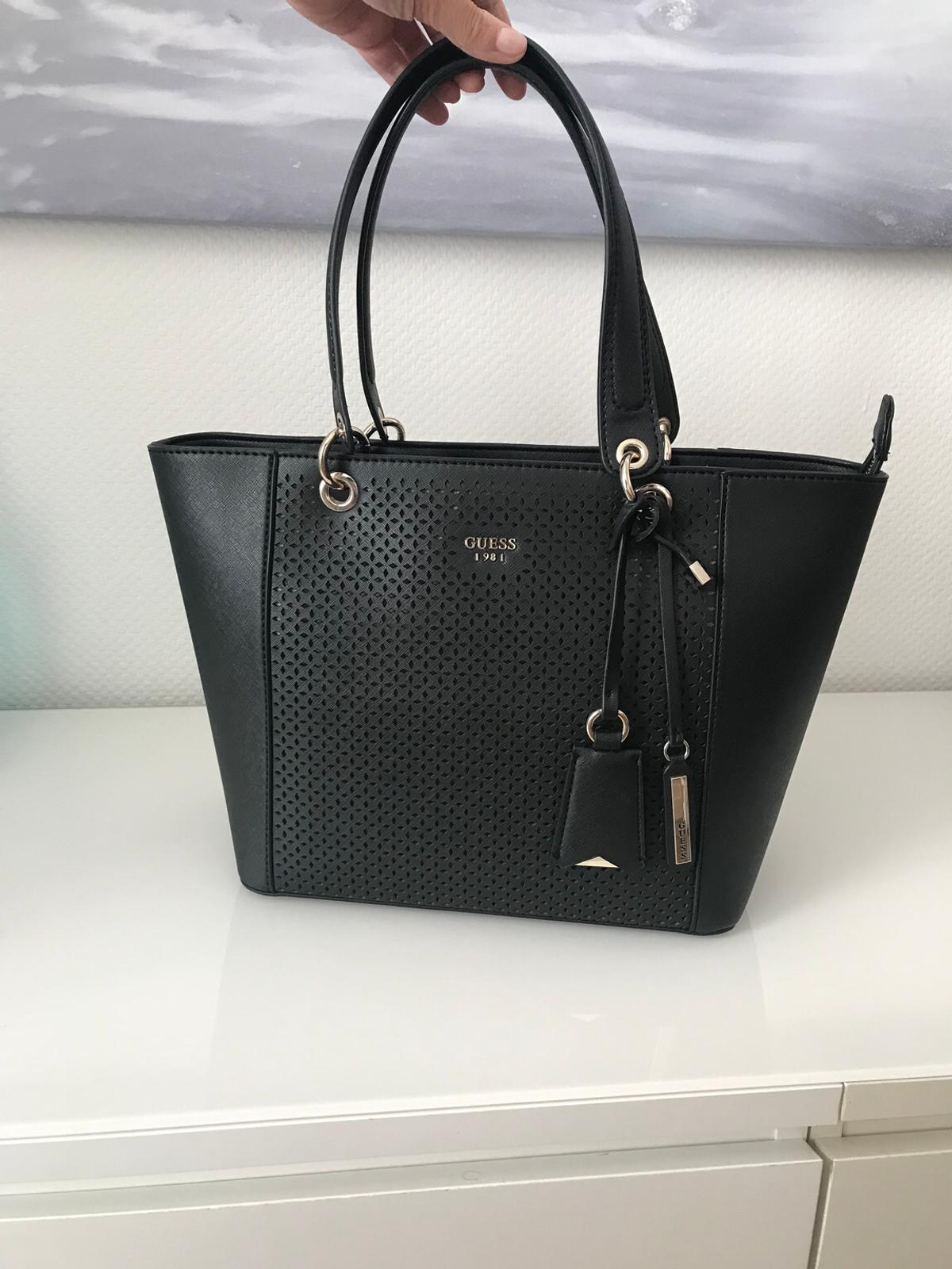 233372777c8a3 Shpock For In München Tasche Schwarz €85 80802 00 Sale Guess MVpUzqS