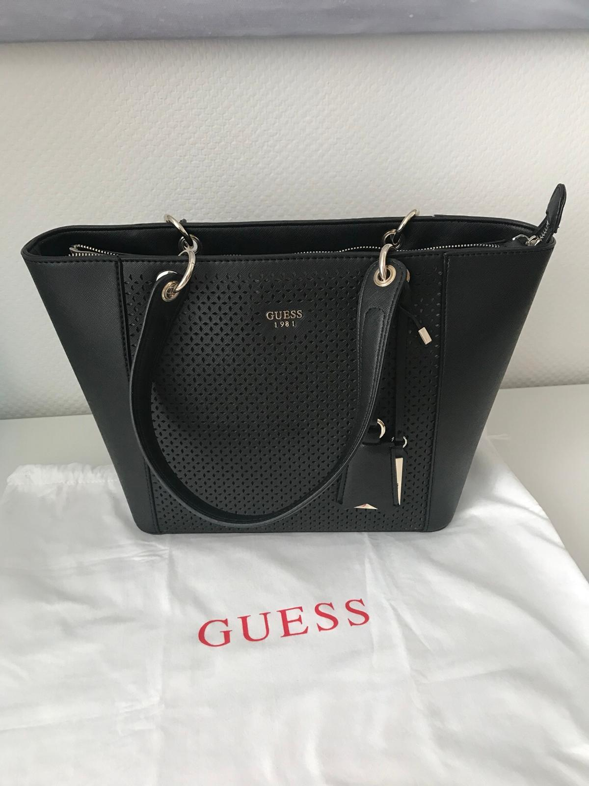 1653c12c1e695 Guess Tasche schwarz in 80802 München for €85.00 for sale - Shpock