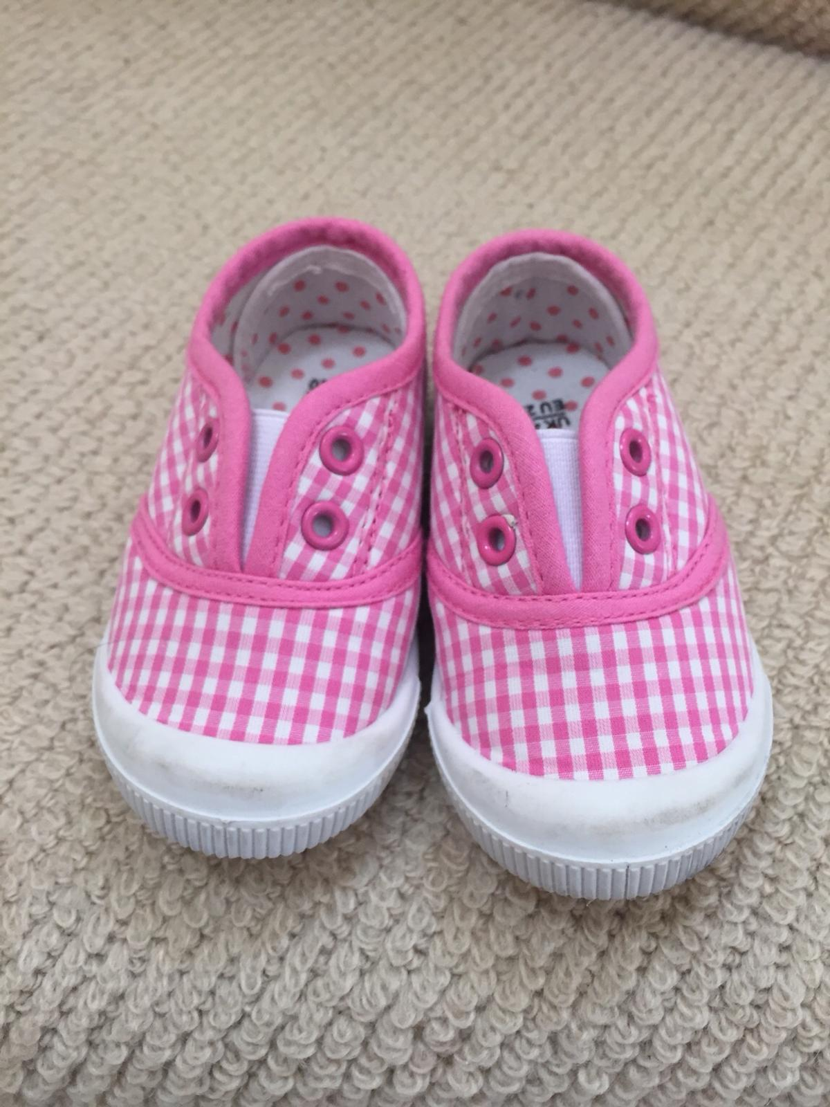 59786c8c9a7ab Girls pink/ white shoes Size 3-4