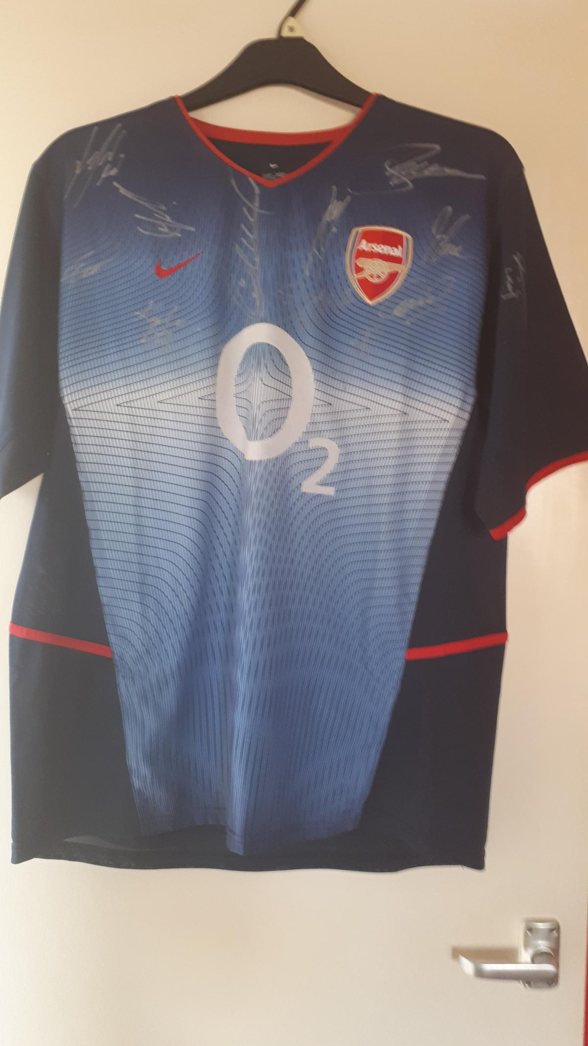 cheap for discount 86355 b8407 Arsenal invincible season signed shirt