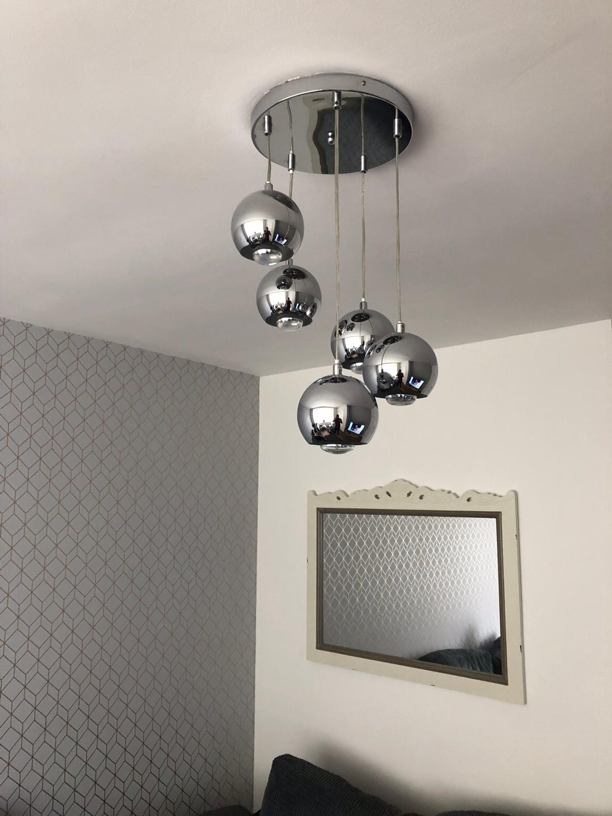 B And Q Light With 5 Working Bulbs In