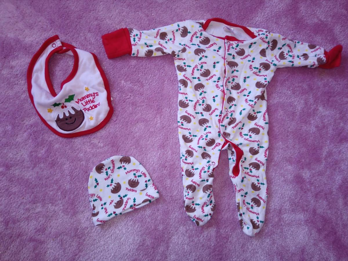 Christmas Pudding Baby Outfit.Christmas Pudding Baby Outfit In G73 Castlemilk For 4 00