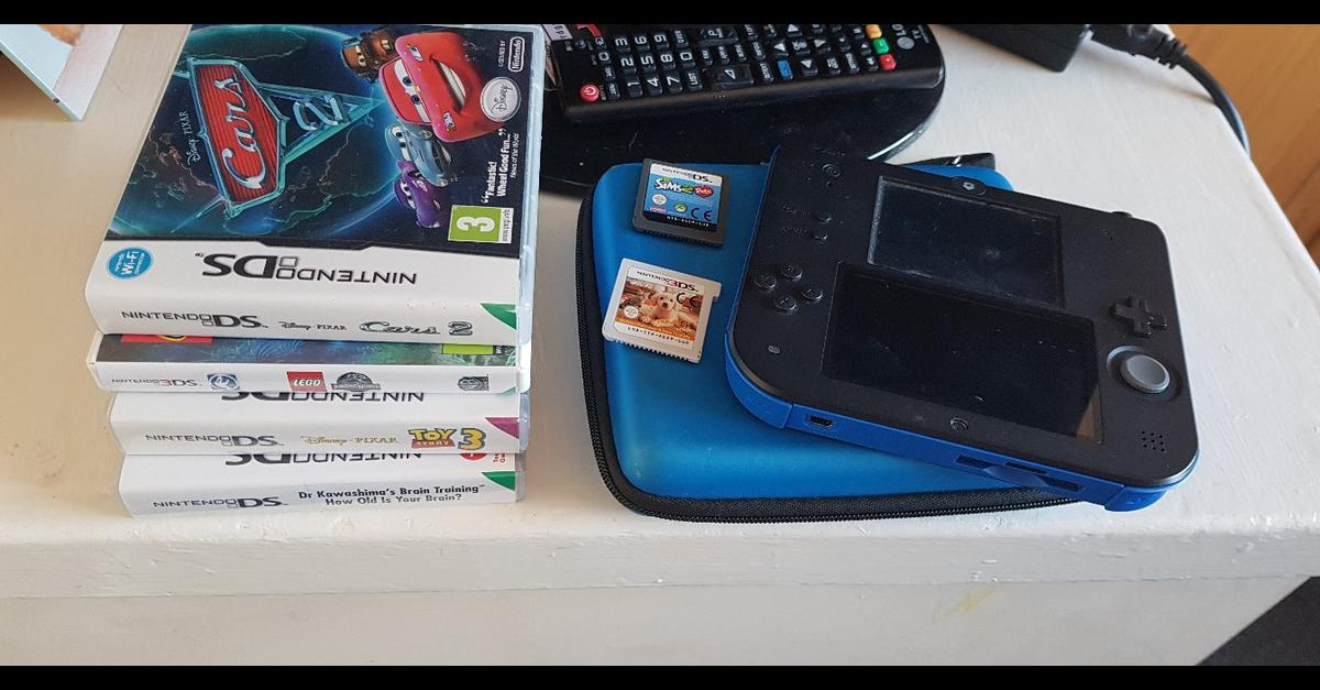 Blue Nintendo 2ds on