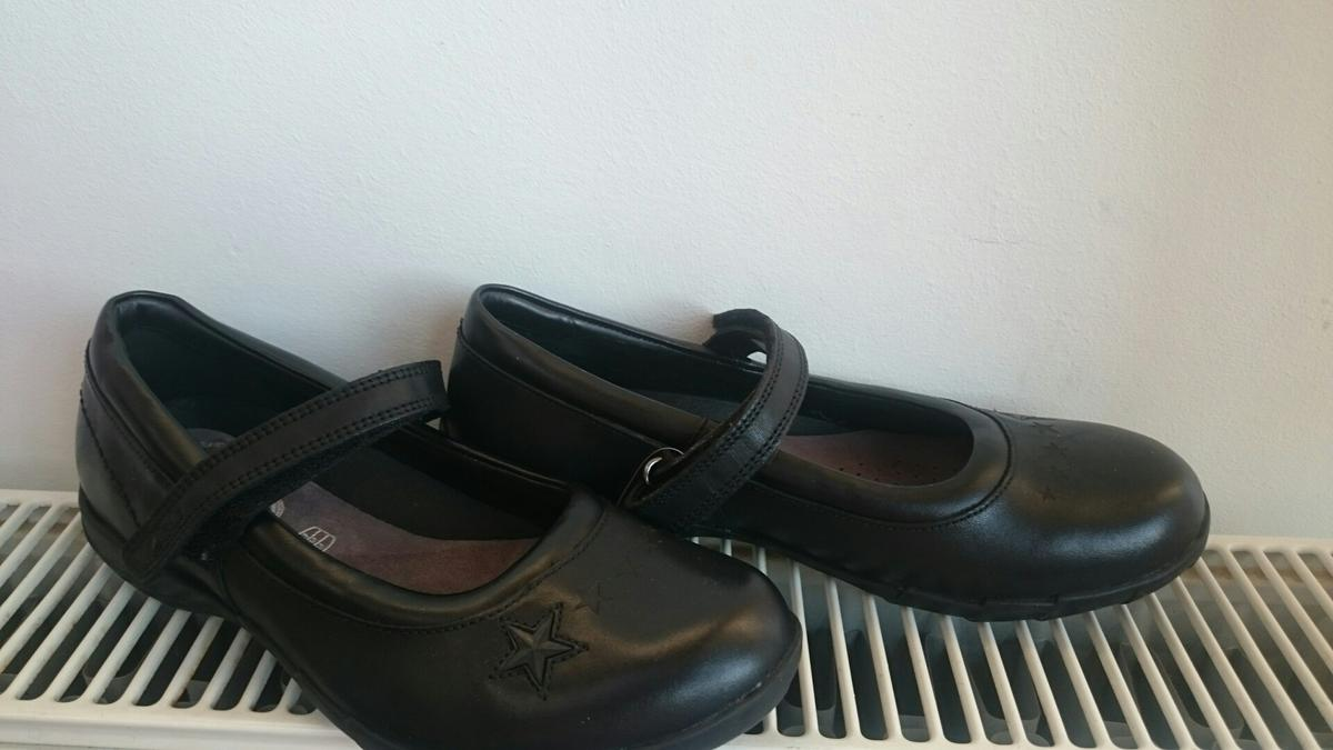 8697adf82 Girl school shoes size 2.5 F by Clarks in CR4 Sutton for £15.00 for sale -  Shpock