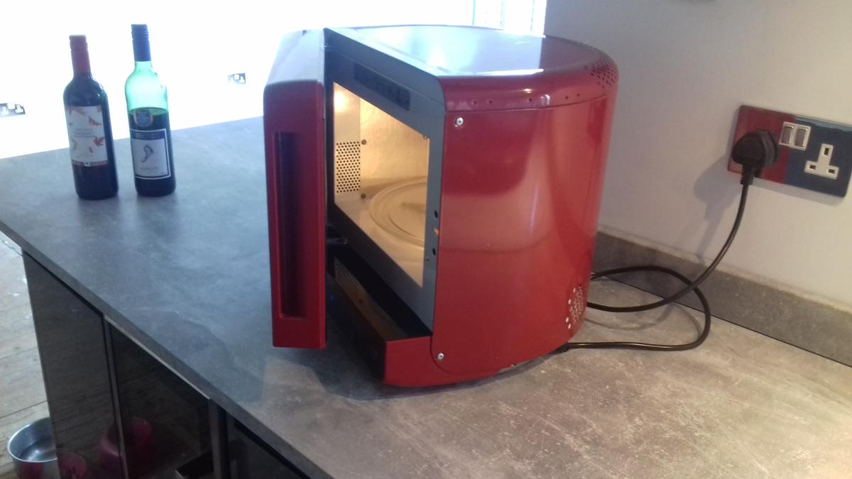 Whirlpool Microwave Max 35 Red In So40
