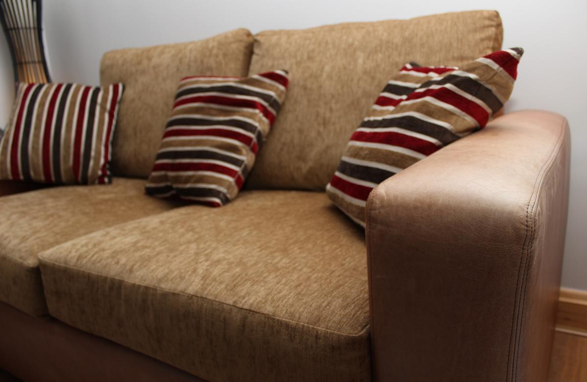 3 Seater Leather & Fabric Sofa in NG9 Broxtowe für £ 200,00 ...