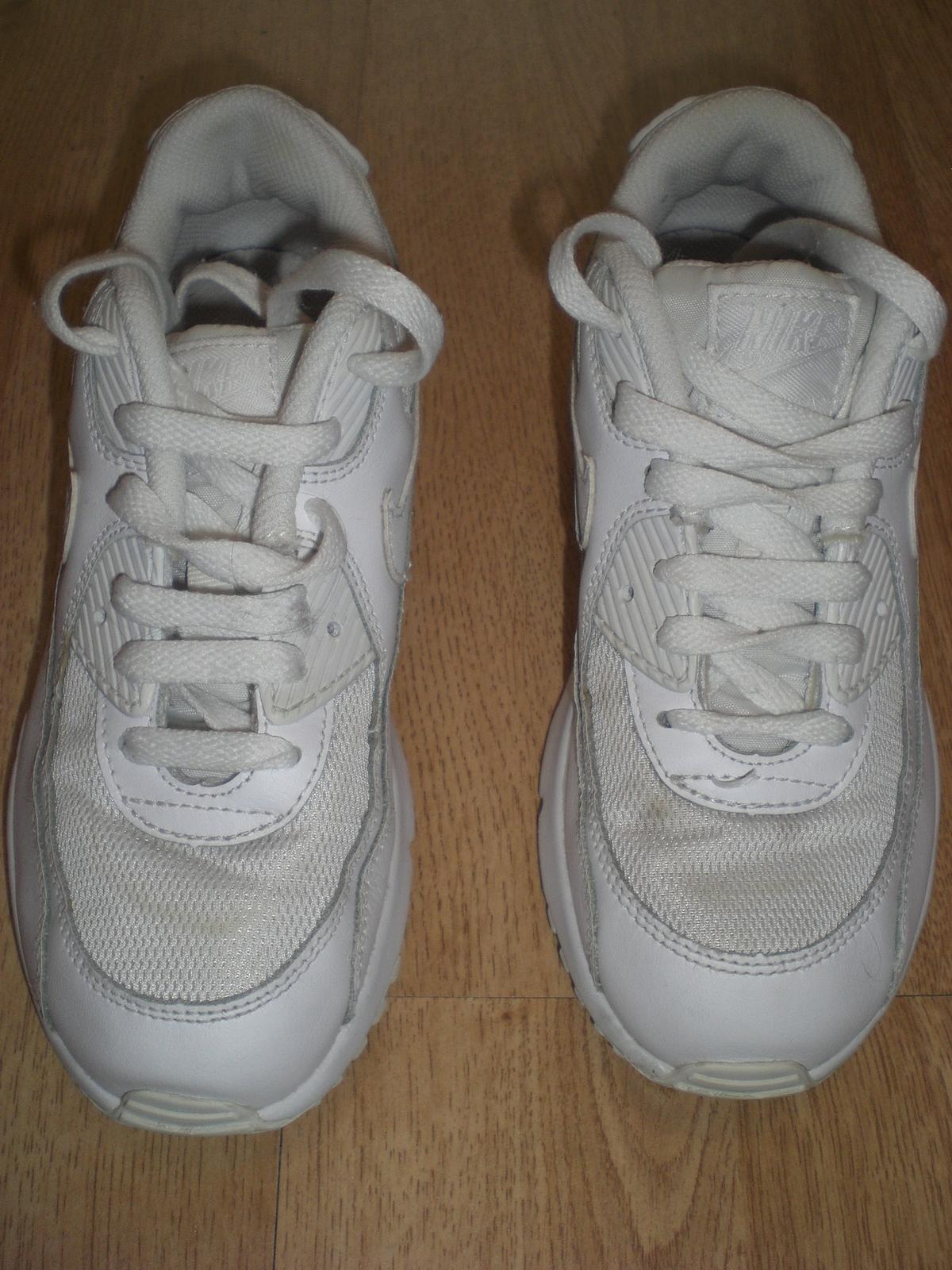 1b2cc89a7ff7c Kids White Nike Air Max Trainers, size 2 in Great Sankey for £25.00 ...