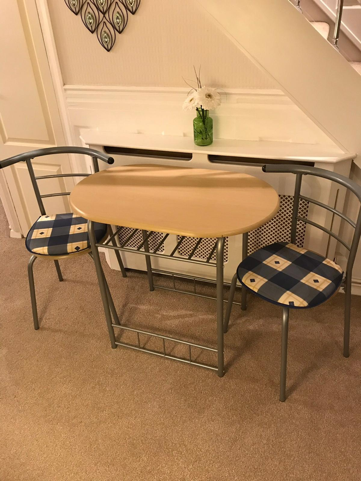 Small Dining Table 2 Chairs In Braintree Fur 30 00 Zum Verkauf Shpock At