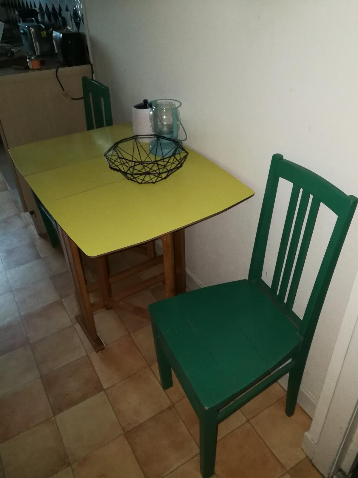 - Small Folding Kitchen Table + 2 Chairs In G4 Woodlands Für 50,00