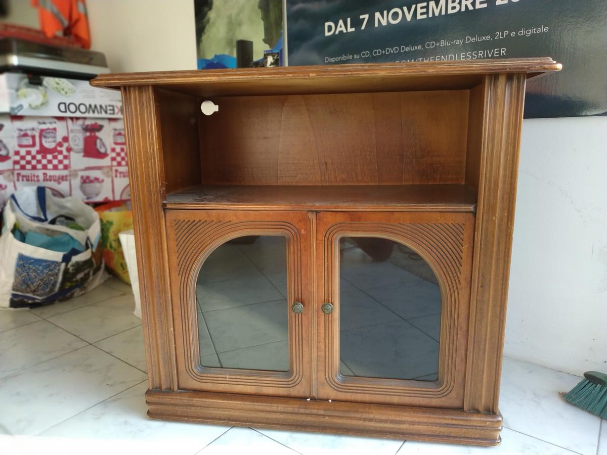 Mobile Porta Tv Con Ruote.Mobiletto Porta Tv Con Ruote In 31021 Marcon For 50 00 For Sale