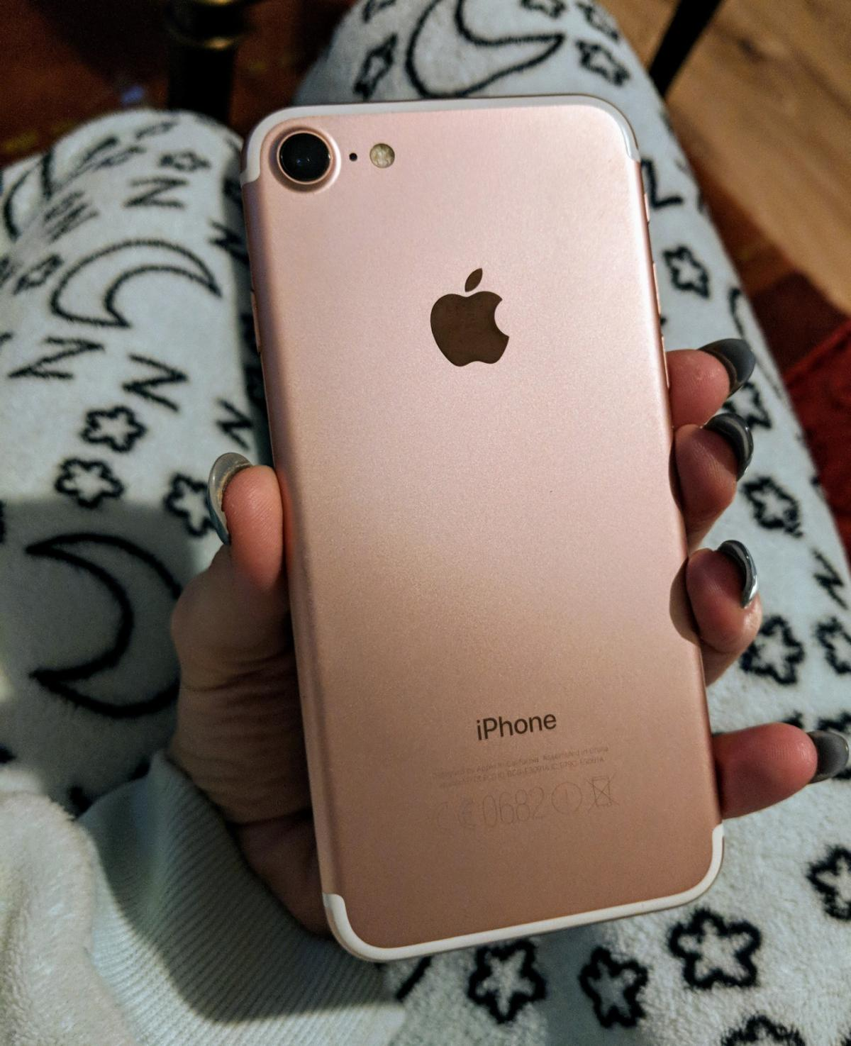Iphone 7 Rose Gold 32gb Boxed With Phone Case In Po5