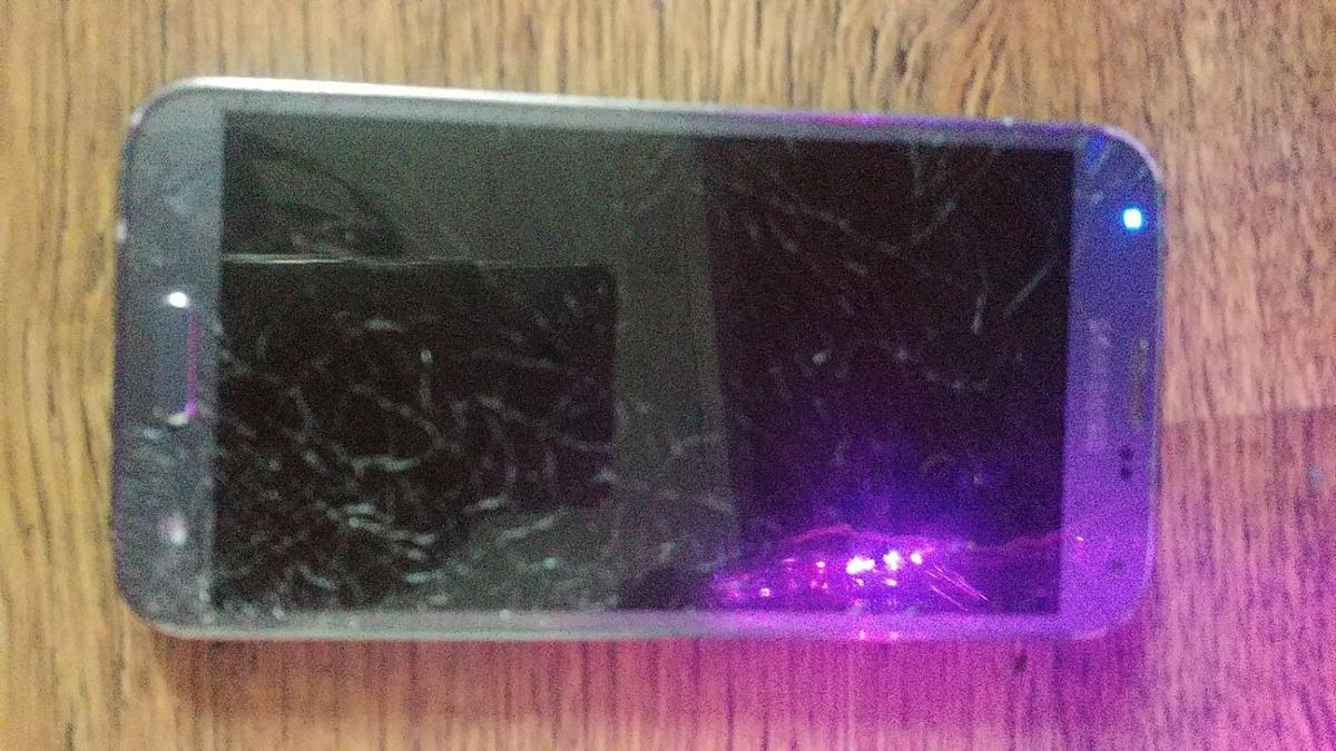samsung galaxy s5 neo faulty cracked screen in E9 London for