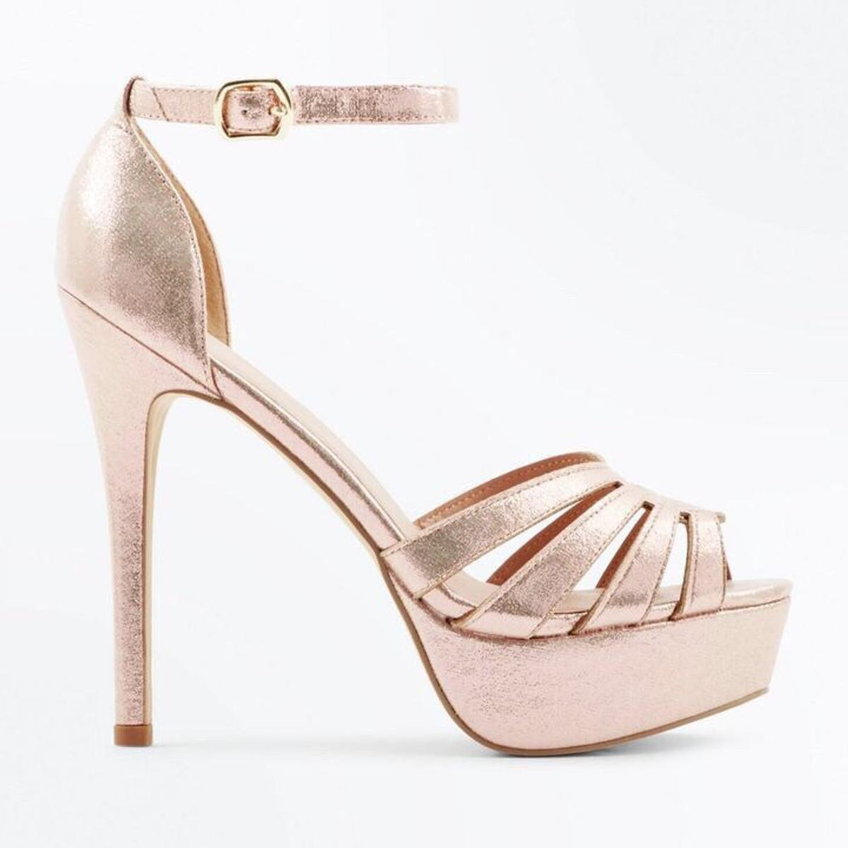 where can i buy on feet shots of arriving New Look Gold Platform Sandals in Ealand for £10.00 for sale | Shpock