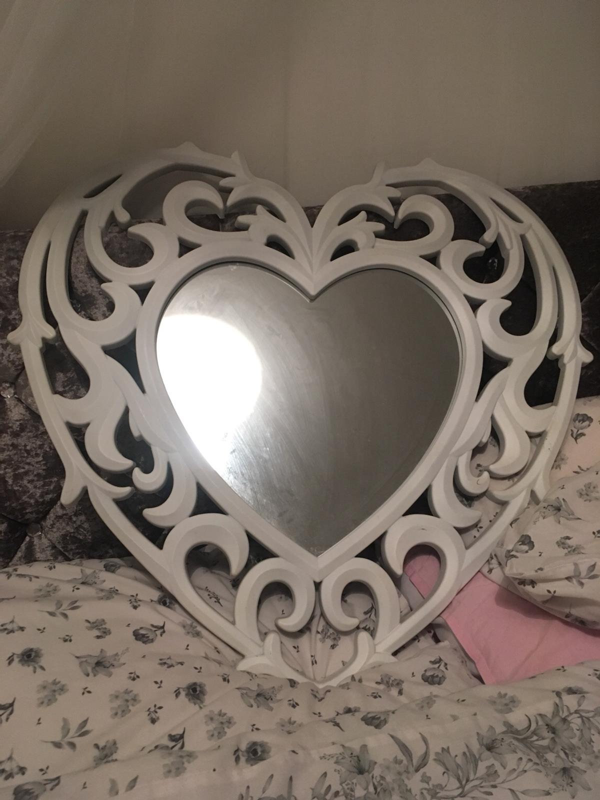 Heart Shaped Mirror In Rg40 Wokingham For 5 00 For Sale Shpock