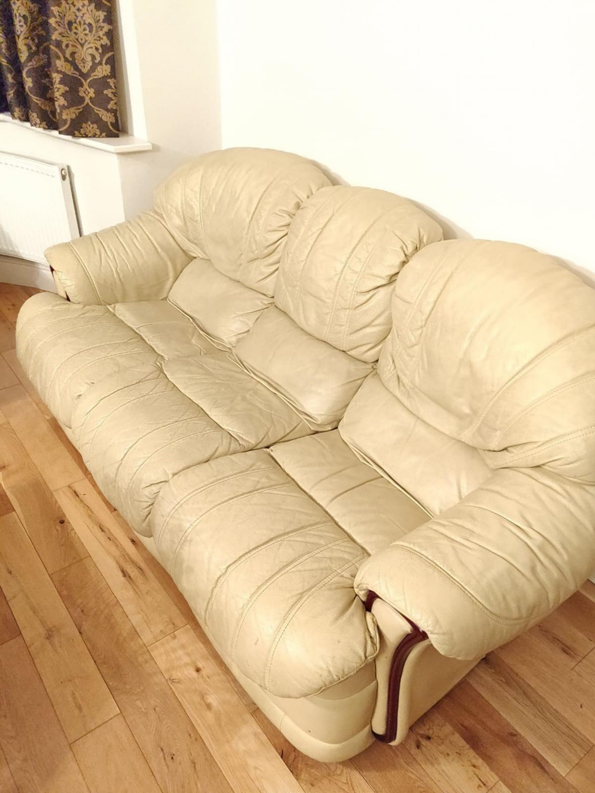 cream leather sofa set in London for £40.00 for sale | Shpock