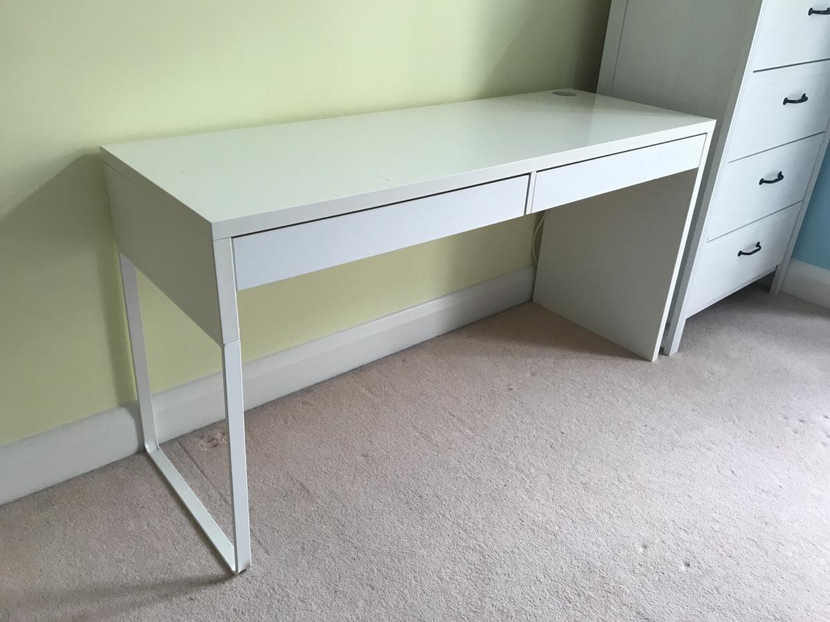 White Ikea Office Desk With Two Drawers In Tw18 Spelthorne For 25 00 For Sale Shpock