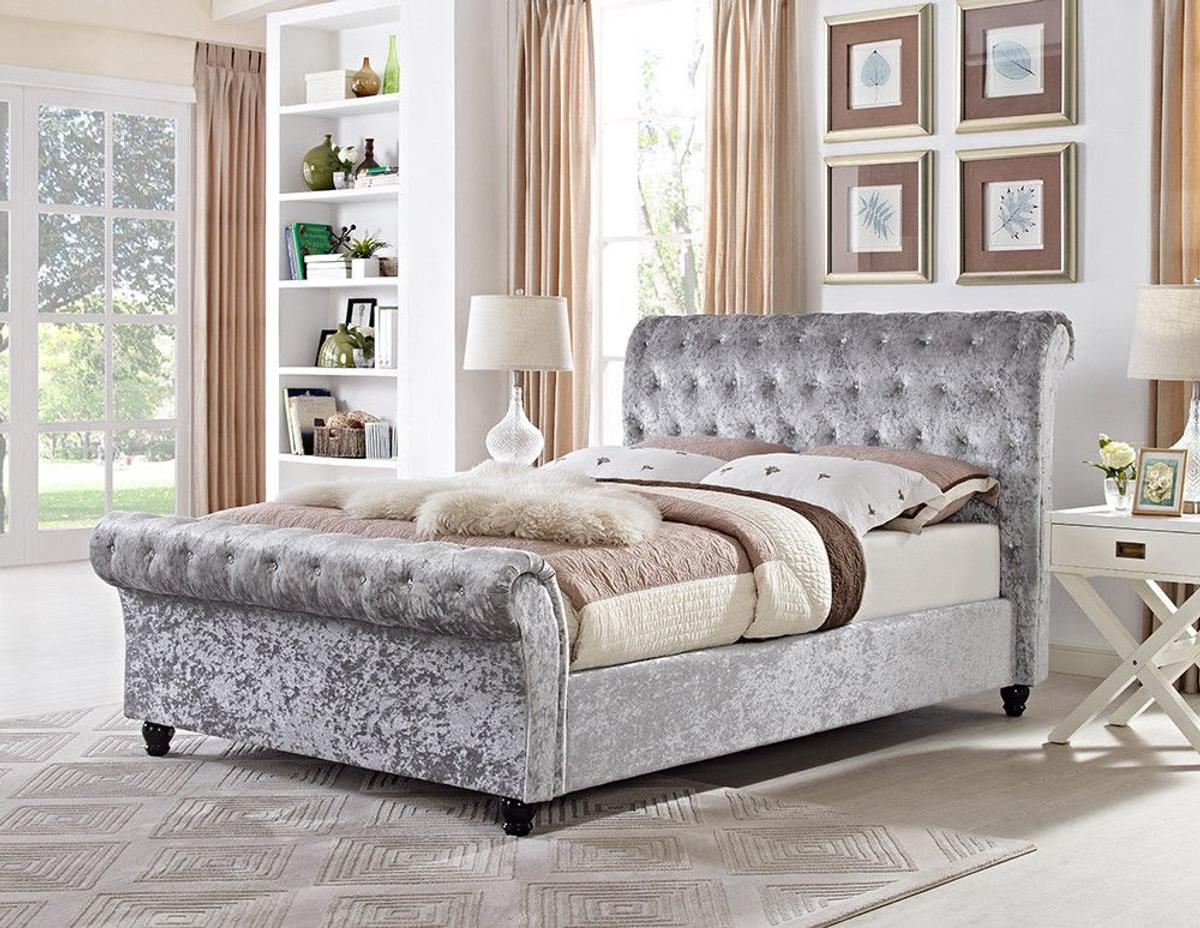 - Crushed Velvet Chesterfield Sleigh Bed Frame. In LE9 Blaby Für 199