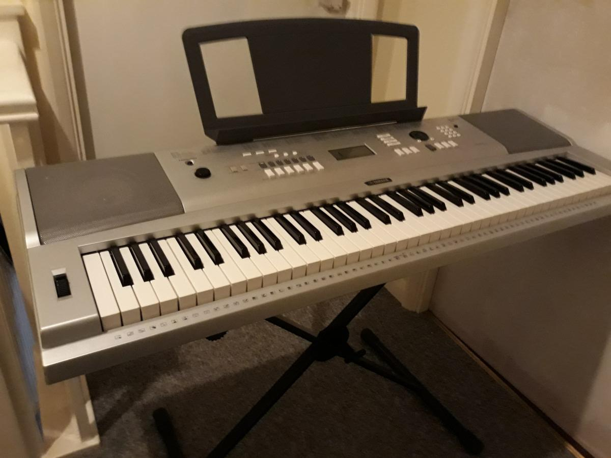 Yamaha DGX 220 (Portable Grand Piano) in Reading for £100 00 for