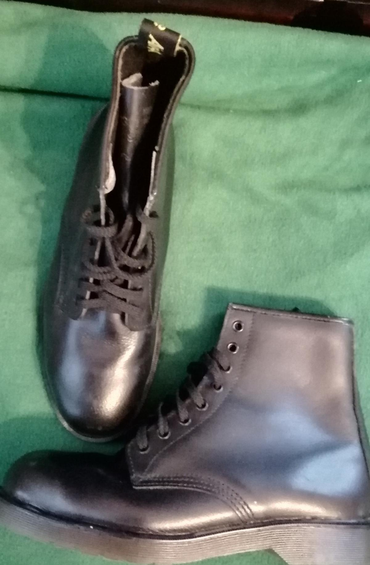 d30541547c8 TUF Air Ware Safety boots size 8