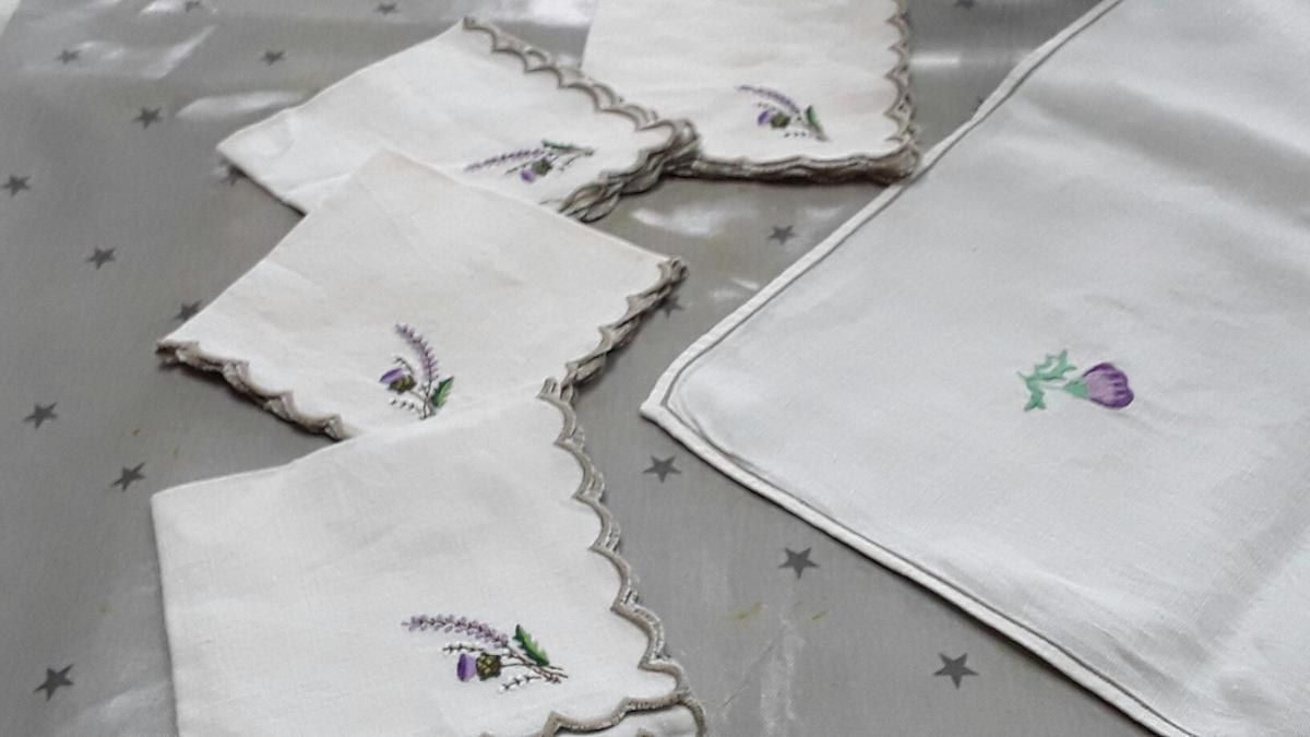 Embroidered Linen Tablecloth And 4 Napkins In Ta18 Somerset For 12 00 For Sale Shpock