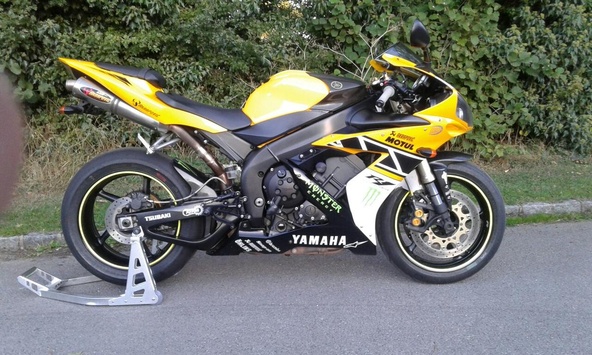 Yamaha r1 motorcycle in OX7 Oxfordshire for £4,000 00 for