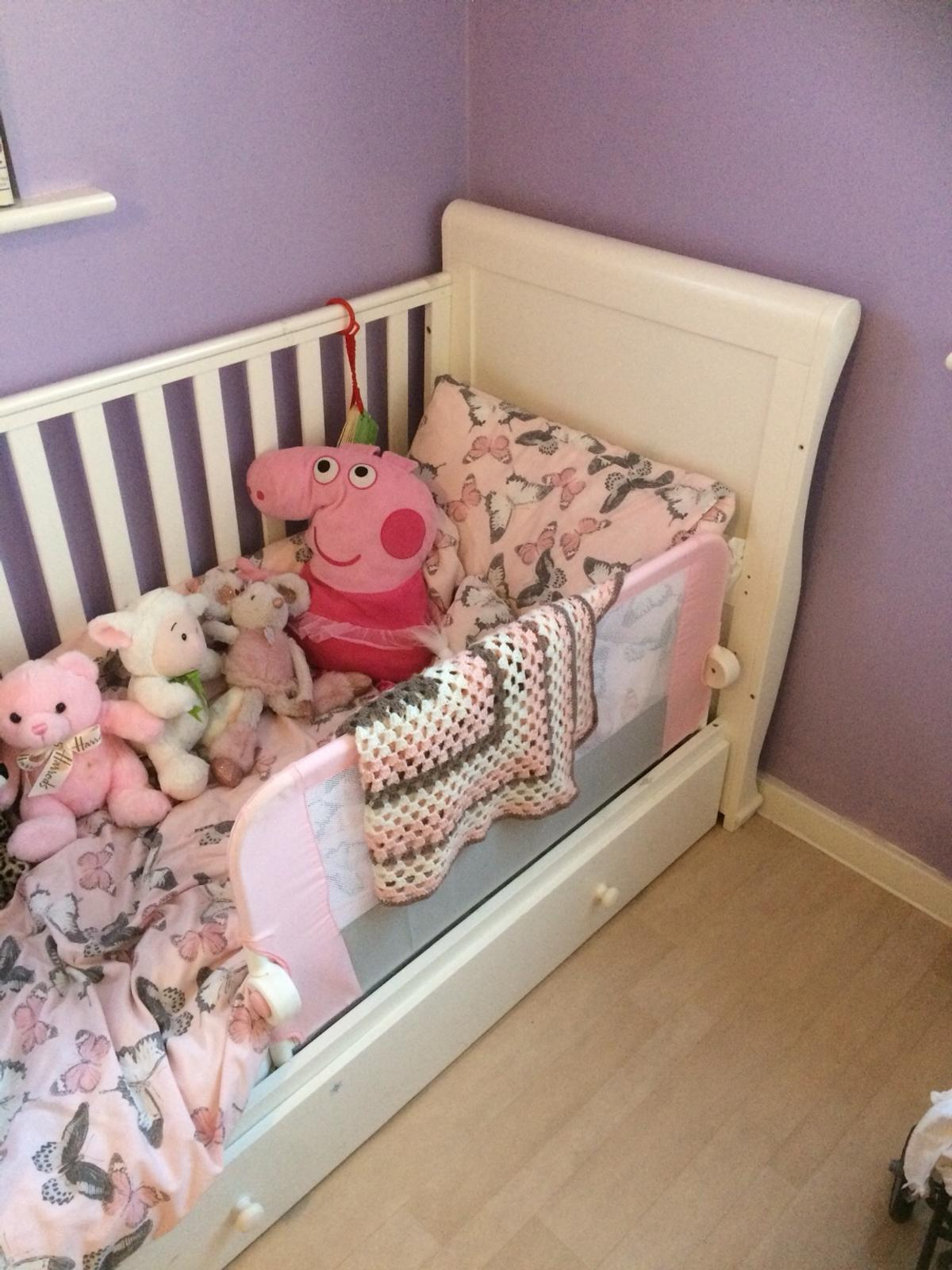 - White Wooden Sleigh Cot/bed And Bumper X In MK45 Silsoe Für £ 40