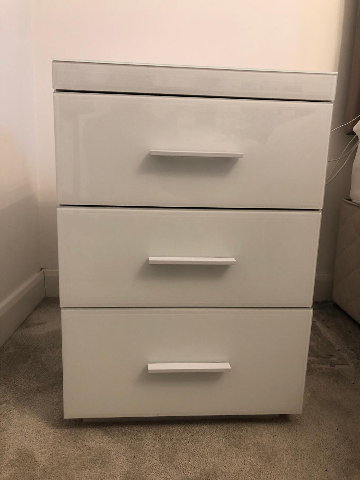 the best attitude 34831 b7ddf Next White Glass Bedside Cabinet/Drawers in Wigan for £65.00 ...