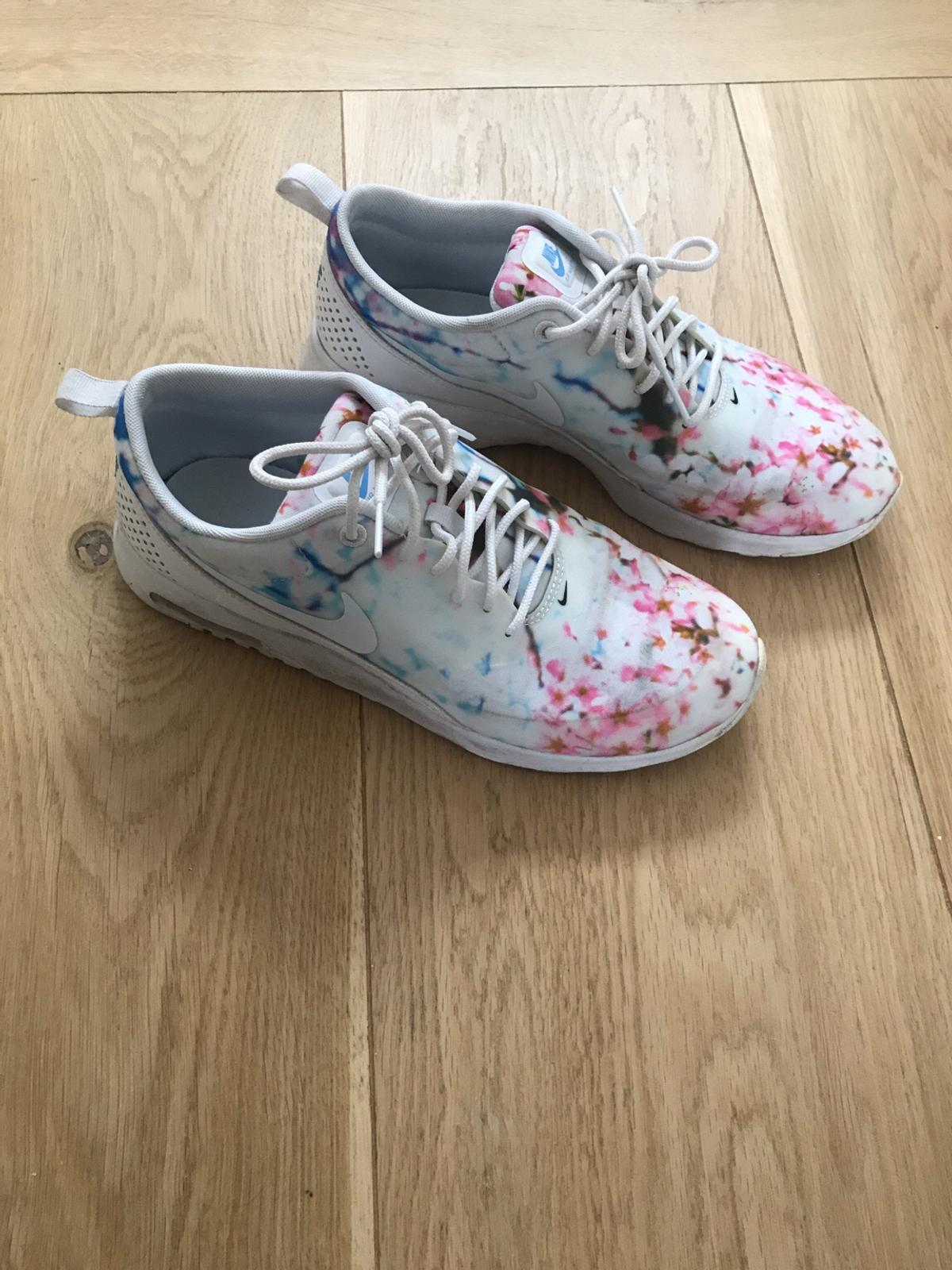 Air Max Thea Cherry Blossom edition in SW6 Fulham für 50,00
