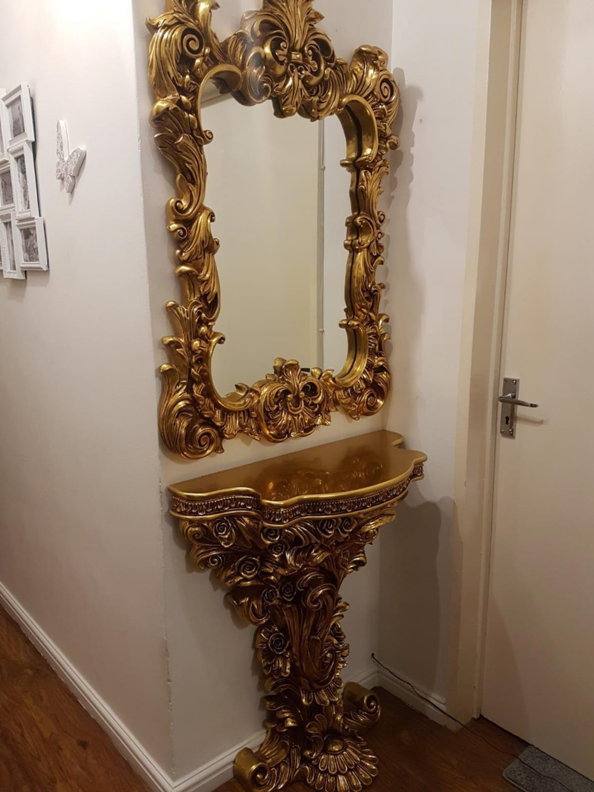 Gold Ornate Console Table And Mirror In Nw1 London For 250 00 For Sale Shpock
