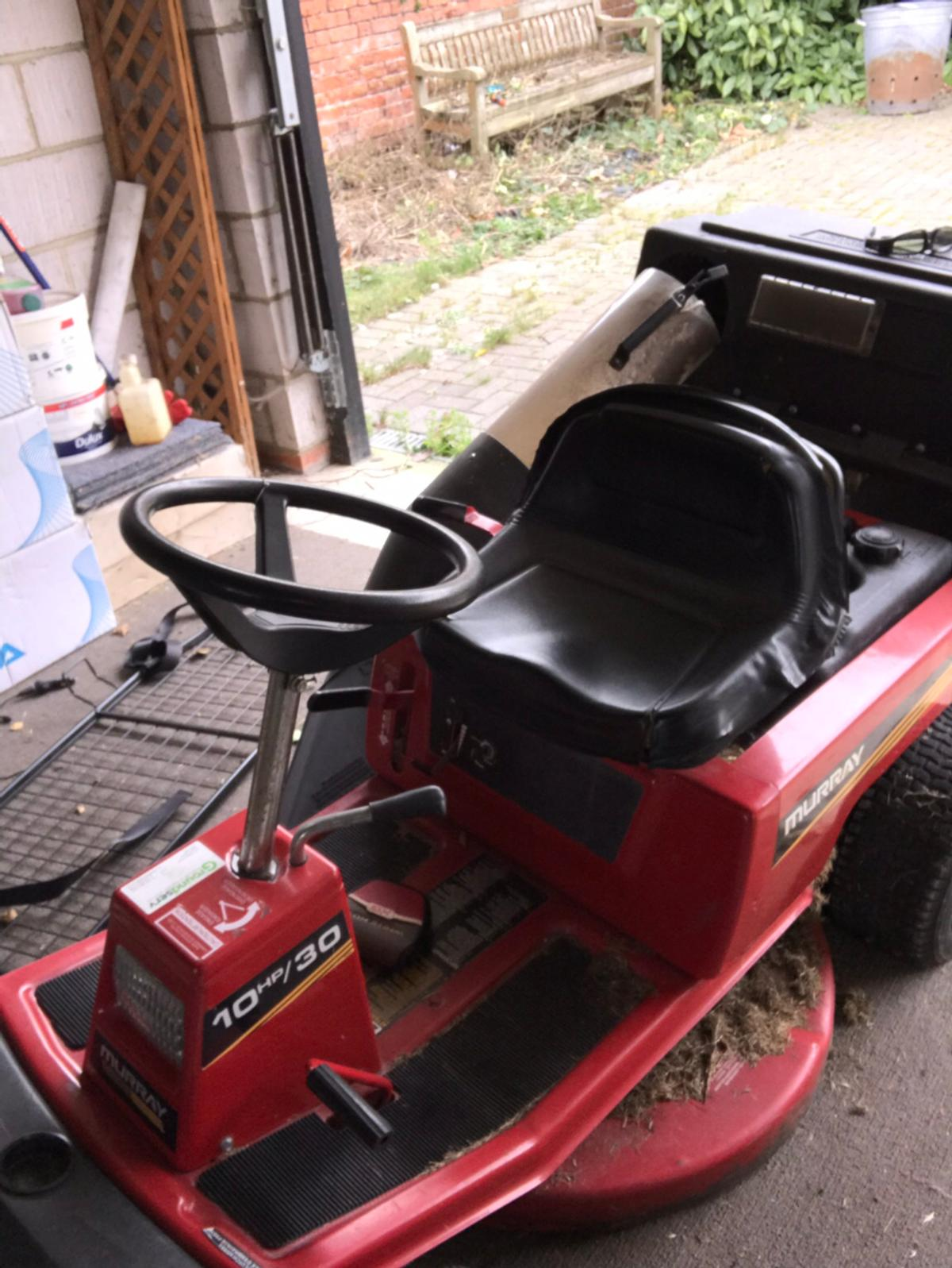 Murray ride on lawn mower in RH1 Banstead for £50 00 for