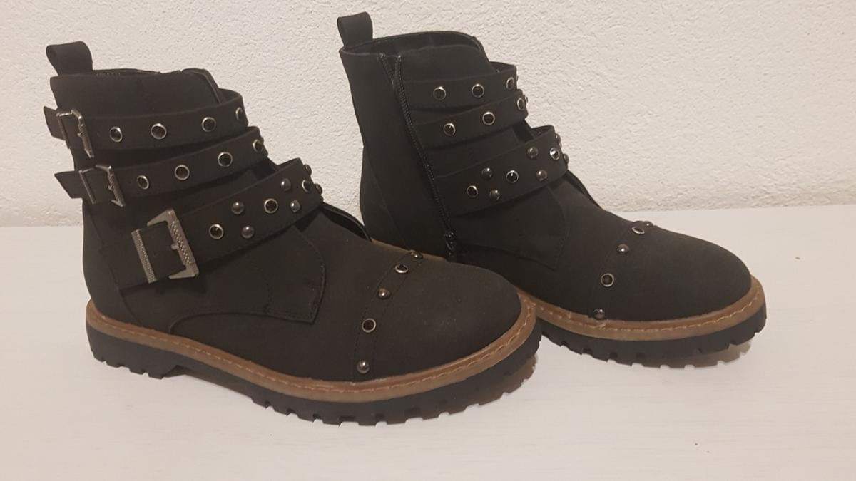 new product f8885 9b656 omg Damen boots in 6020 Innsbruck for €34.00 for sale - Shpock
